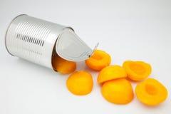 被装罐的桃子 免版税库存照片