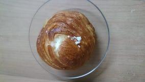 被装载的小圆面包奶油 免版税库存图片