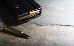 被装载的攻击步枪杂志 免版税图库摄影