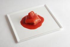 被装载的薄煎饼形状的星形草莓 免版税图库摄影