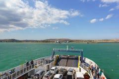 被装载的载汽车轮船 免版税图库摄影