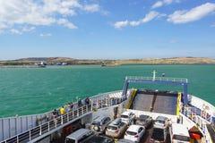 被装载的载汽车轮船 库存照片
