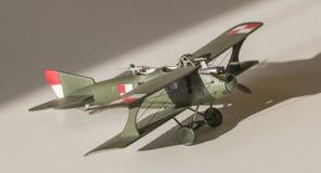 被装配的飞机塑料模型 免版税库存图片