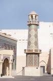 被装饰的清真寺一座美丽的尖塔在卡塔拉村庄,卡塔尔 库存图片