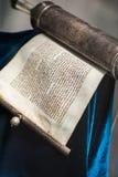 被解开的摩西五经纸卷银 图库摄影