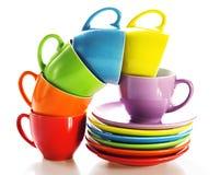 被设置的五颜六色的杯子 库存图片