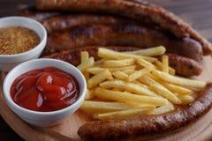 被设置的开胃啤酒快餐紧密  被分类的香肠,法国f 免版税库存照片