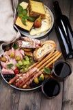 被设置的意大利开胃小菜酒快餐 乳酪品种,地中海 图库摄影
