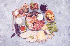 被设置的意大利开胃小菜酒快餐 免版税图库摄影