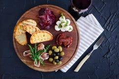 被设置的意大利开胃小菜酒快餐 免版税库存照片