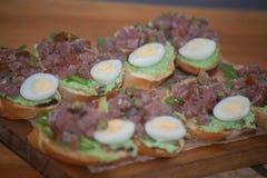 被设置的意大利开胃小菜酒快餐 Brushettas品种 免版税库存照片