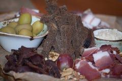 被设置的意大利开胃小菜酒快餐 Brushettas品种 免版税图库摄影