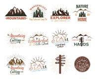 被设置的旅行徽章 葡萄酒手拉的野营的商标 山远征商标设计 室外远足象征,t-shirtsm 向量例证