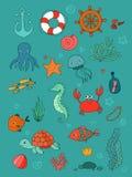 被设置的海洋例证 一点逗人喜爱的动画片滑稽的鱼、海星、瓶有笔记的,海藻、各种各样的壳和螃蟹 免版税库存照片