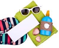 被设置的袋子海滩可膨胀的夹克沙子凉鞋 免版税库存照片