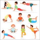 被设置的逗人喜爱的瑜伽孩子 儿童瑜伽体操传染媒介例证 免版税库存照片