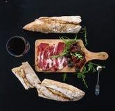 被设置的酒开胃菜:葡萄酒餐具,法语 免版税图库摄影