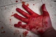 被谋杀的血淋淋的手 库存照片