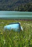 被转动的蓝色渔船 免版税库存照片