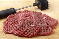 被软化的未加工的小肉排 图库摄影