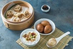 被轰击的无情的汉语使有大理石花纹的或茶鸡蛋 免版税库存照片