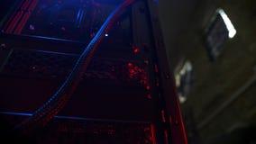 被连接作为一个结构主板特写镜头的英尺长度在计算机的和缆绳 影视素材