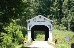 被遮盖的桥在布龙菲尔德,印第安纳 免版税库存图片