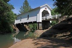 被遮盖的桥-俄勒冈 免版税库存图片