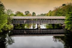被遮盖的桥-缅因 库存照片