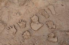 被铸造的沙子对象 免版税库存照片