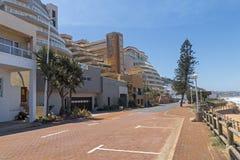 被铺的海滩前的路在Umdloti南非 免版税图库摄影
