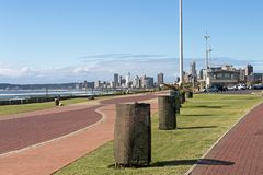 被铺的空的散步沿海风景在海滩前的 库存图片