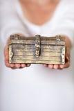 被锁定的古色古香的胸口 图库摄影