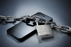 被锁定的移动电话安全 免版税库存照片