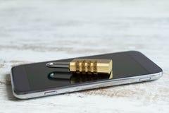 被锁的手机安全 库存图片