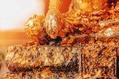 被镀金的菩萨手菩萨 菩萨雕象的手与金叶镀金料的在佛教countri 免版税库存图片