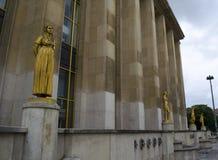 被镀金的雕象在巴黎,法国 纪念碑,金子 免版税图库摄影