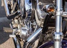 被镀铬的摩托车零件在一个晴天 免版税图库摄影