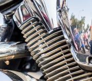 被镀铬的摩托车零件在一个晴天 免版税库存照片