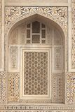 被镶嵌的伊斯兰大理石坟茔 库存图片