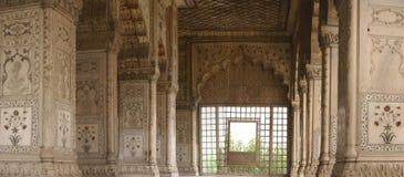 被镶嵌的大理石、列和曲拱 免版税库存图片