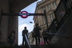 被阐明的伦敦地下入口签到piccadilly马戏入口到摄政的街道中央伦敦英国英国 免版税库存照片