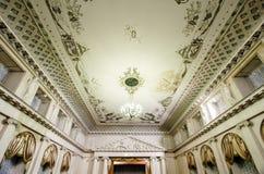 被阐明的天花板在音乐厅里 免版税图库摄影