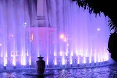 被阐明的色的喷泉展示,菲律宾 免版税库存图片