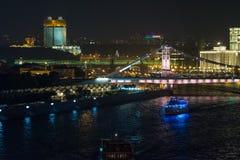 被阐明的莫斯科都市风景在晚上 免版税库存照片