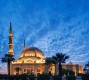 被阐明的黎巴嫩清真寺微明 图库摄影