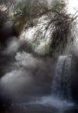 被隐瞒的热小的瀑布 库存照片