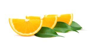 被隔绝的切片水多的橙色和绿色叶子 免版税图库摄影