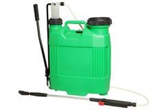 被隔绝的喷洒的肥料 手抽的喷雾器 免版税库存图片