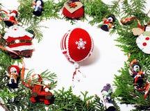 被隔绝的圣诞节装饰,明信片礼物葡萄酒的白色背景 免版税库存照片